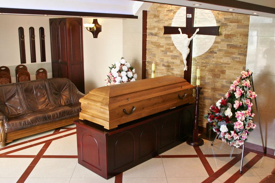 Trumna z zakładu pogrzebowego na Rocha Białystok