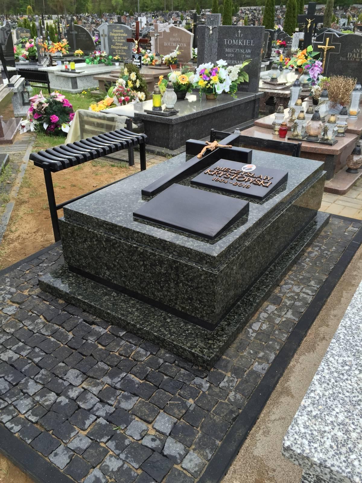 Pomnik z białostockiej firmy pogrzebowej