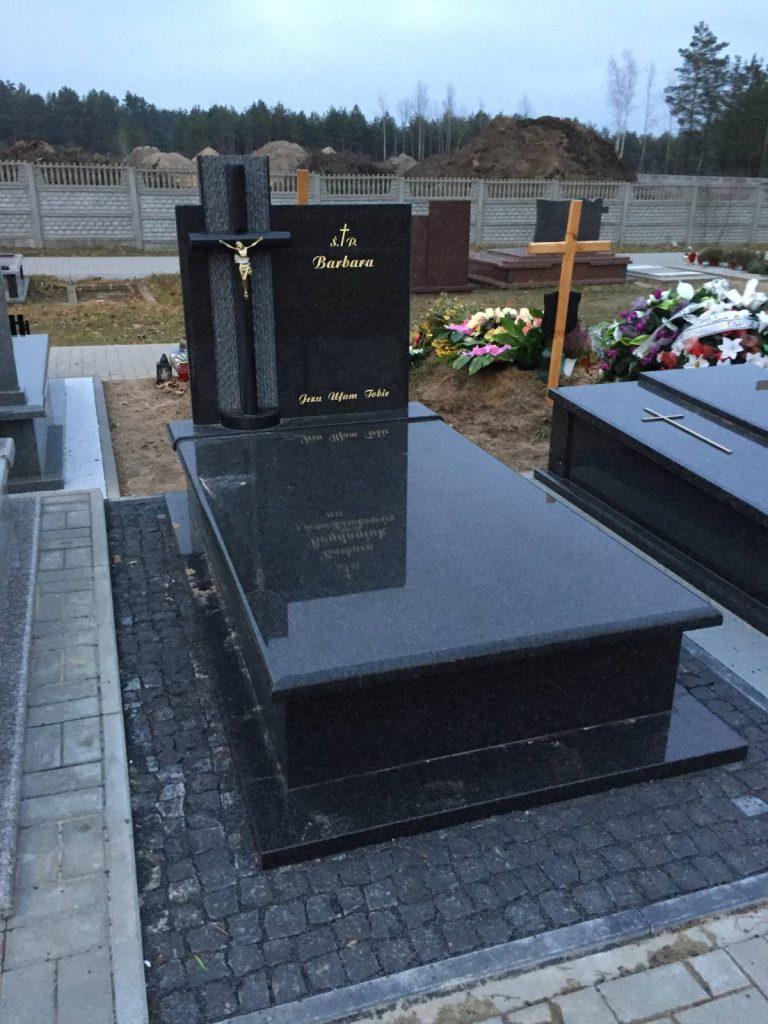 pomnik pojedynczy ciemny