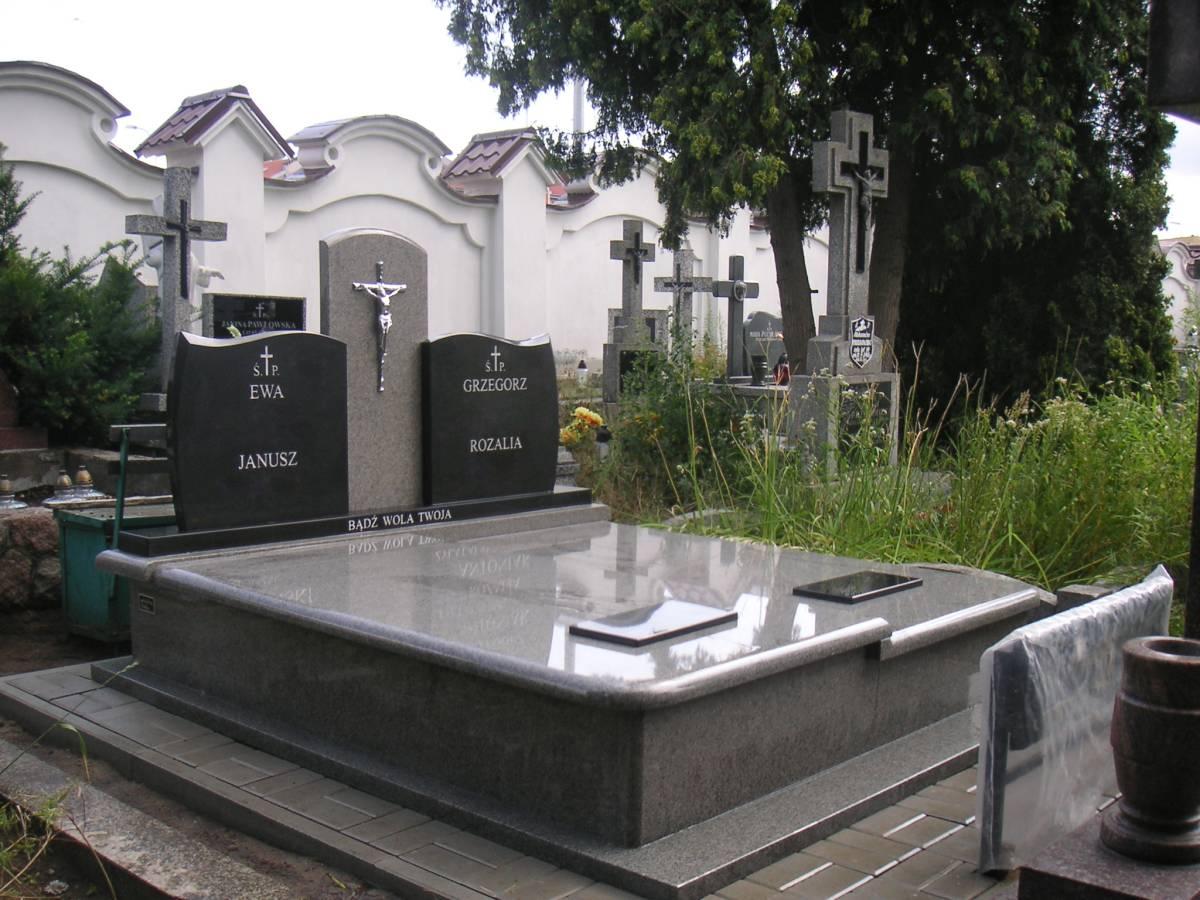 nagrobek podwójny łączony z pomnikiem w Białymstoku