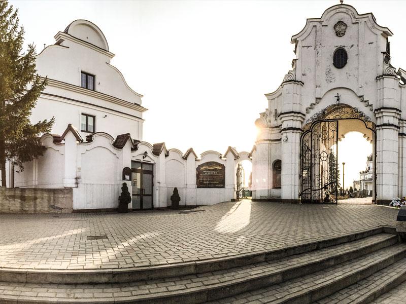 Wejście do centrum pogrzebowego na św Rocha Białystok