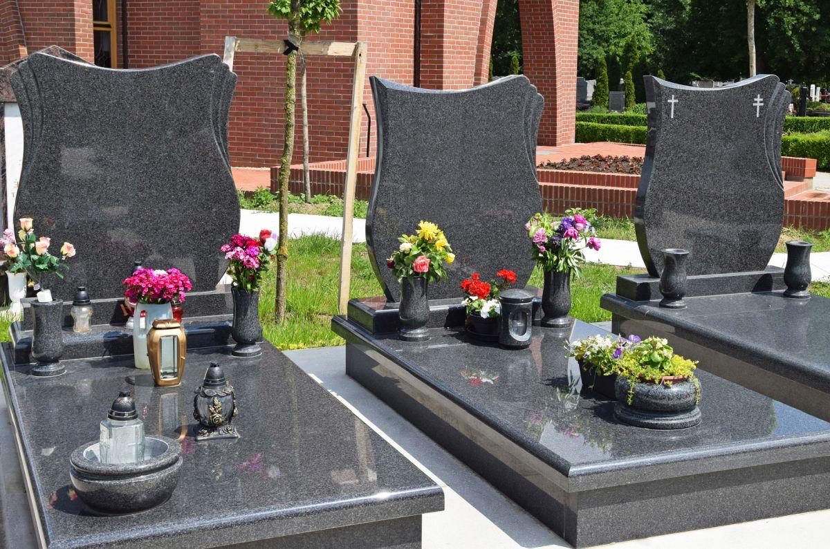 Czyszczenie pomników nagrobnych