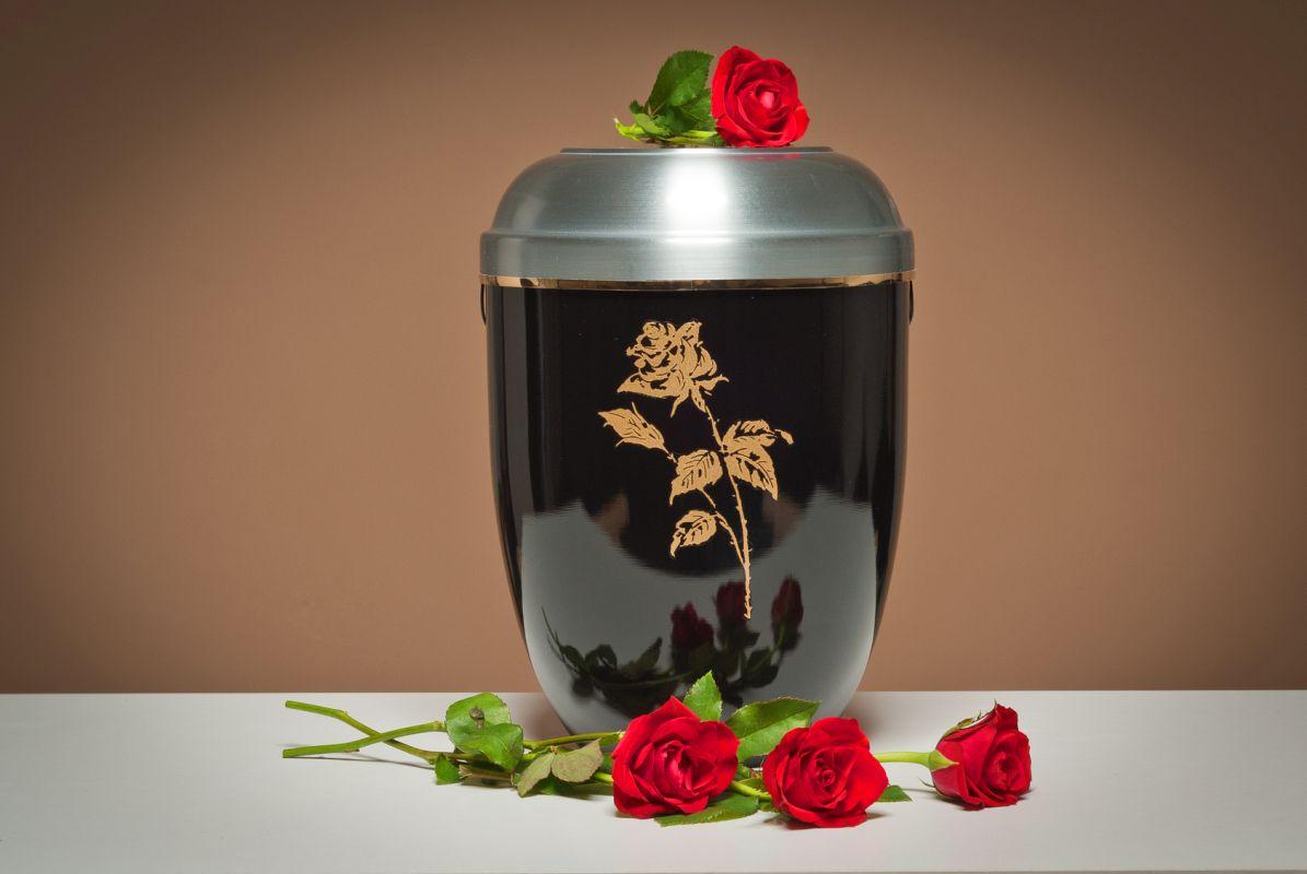 Urna z prochami w nowym krematorium